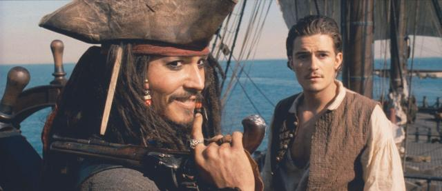 still-of-johnny-depp-and-orlando-bloom-in-pirates-of-the-caribbean -svarta-pärlans-förbannelse-(2003)-large-picture