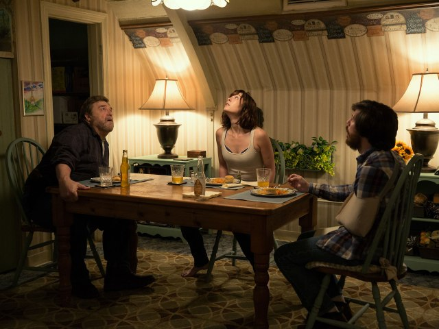 50-10-cloverfield-lane-paramount